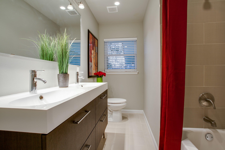 10 Ways to Visually Expand A Small Bathroom