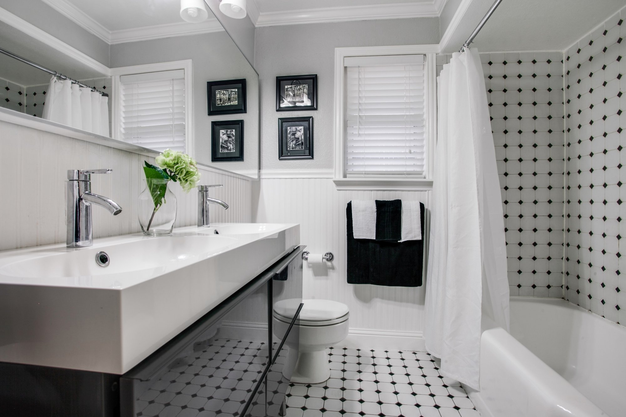 Feature We Love: Neutral Bathroom