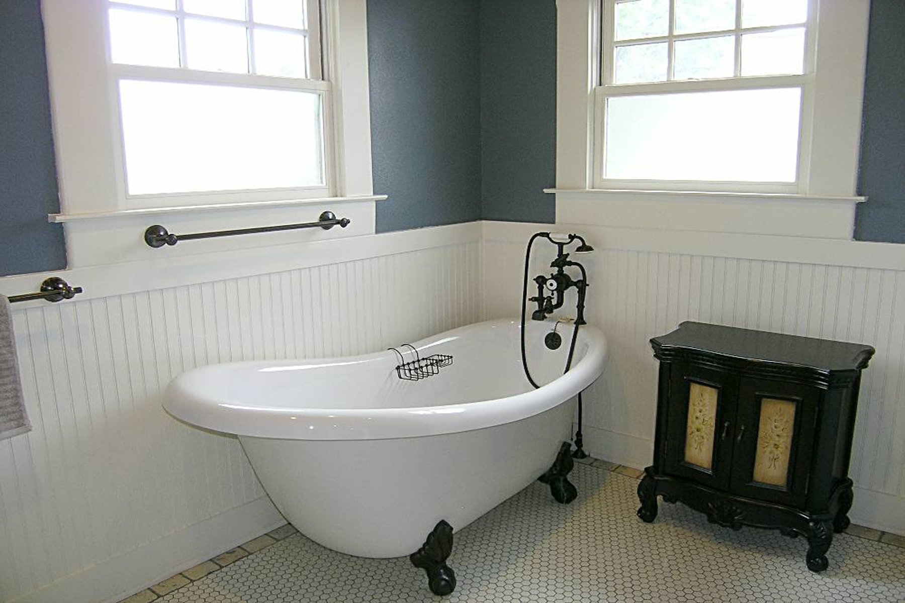 Feature We Love: Claw-Footed Tub