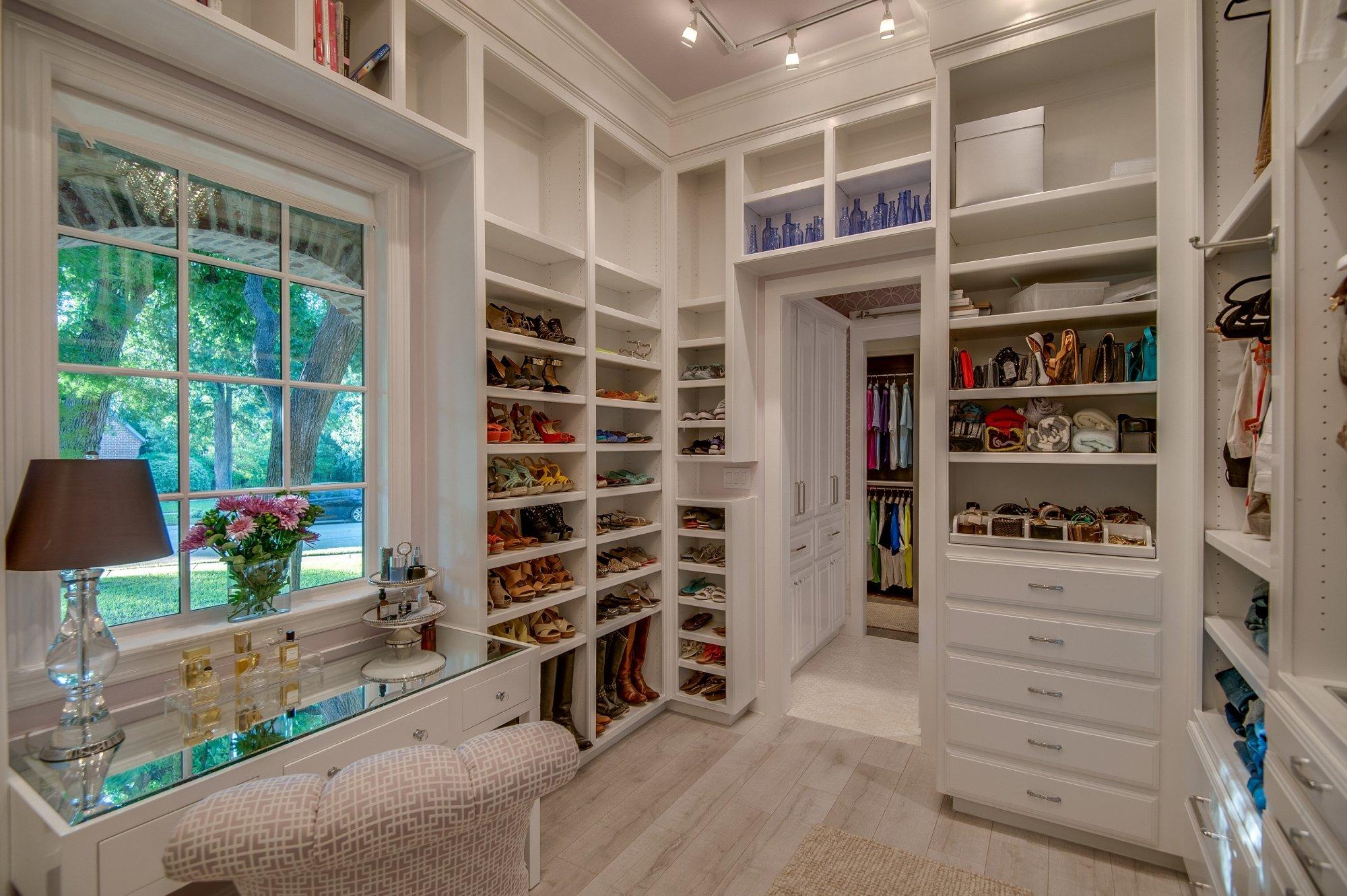 Feature We Love: Walk-In Closet