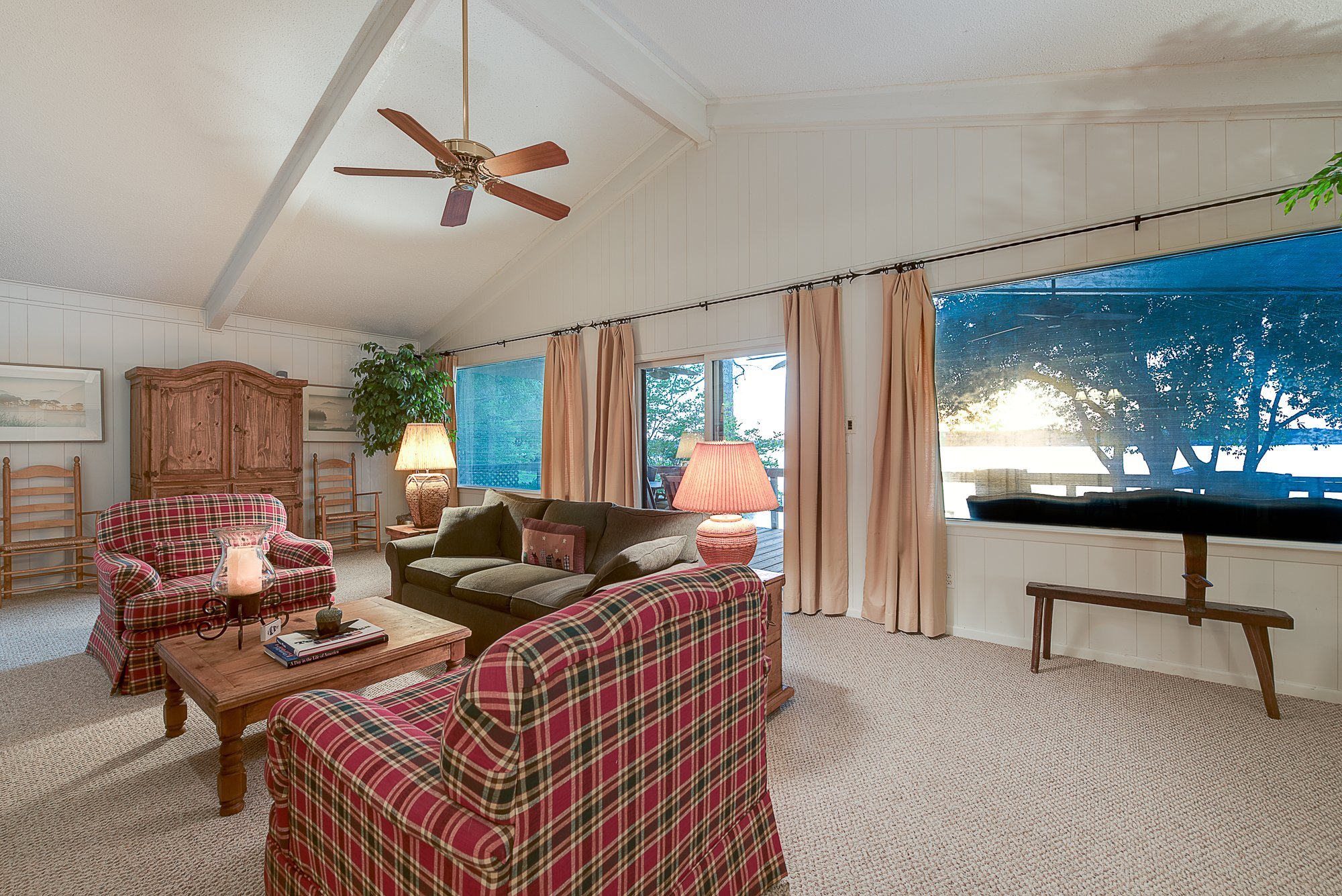 Fresh Listing Friday: Convenient Lakeside Retreat