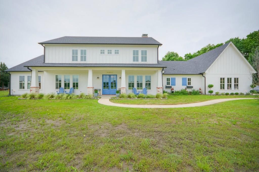 Fresh Listing Friday: Chic Country Home
