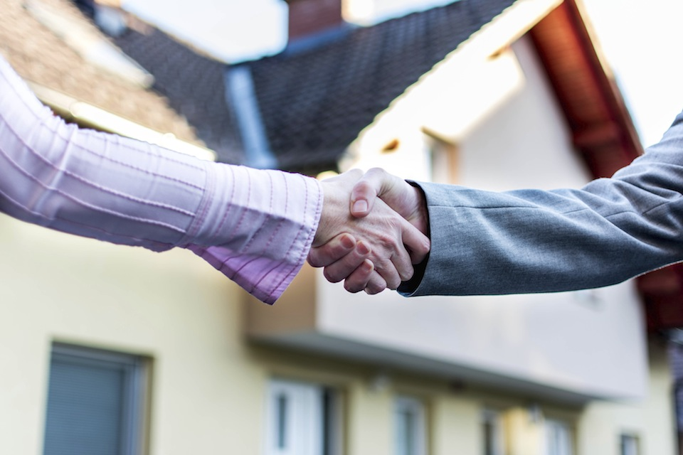 Handshake for new buying house