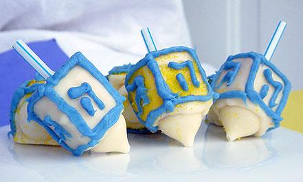 Mini-Dreidel-cakes-for-Hanukkah