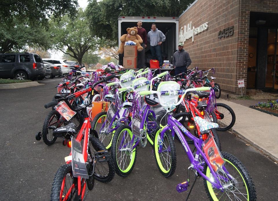 Santa Cops Drive Assists Victims of Crime