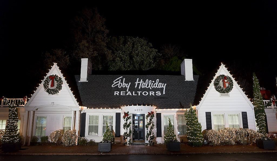 Ebby's Little White House Lights Up for the Holidays!