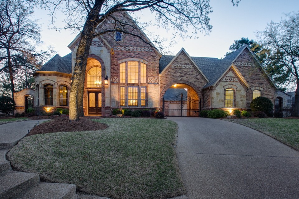 1220 SHADOW WOODS COURT