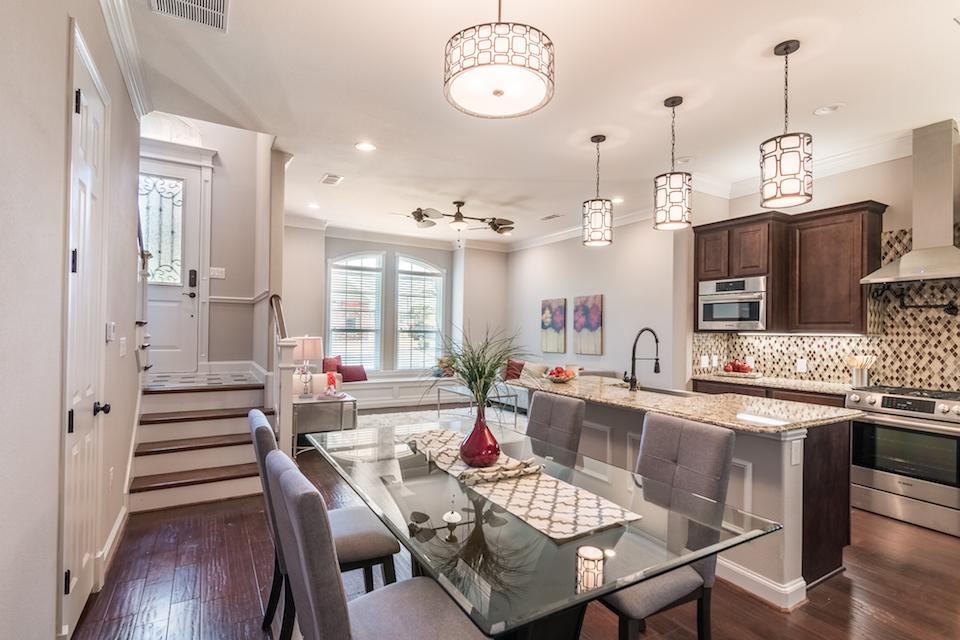 214 E Kaufman Kitchen-Living
