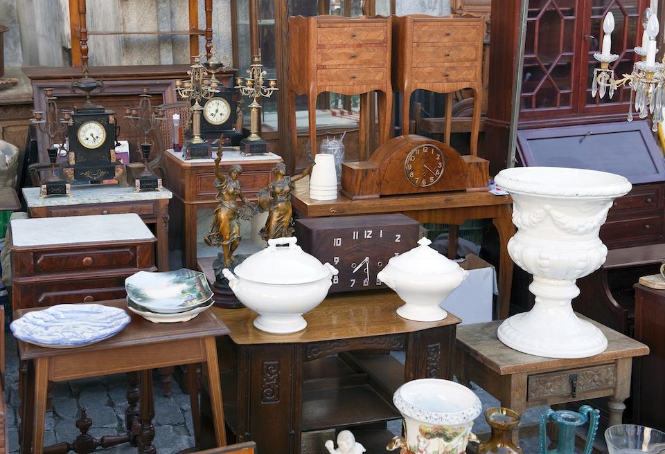 Ancient an obsolete objects in Flea market in Madrid (Spain)