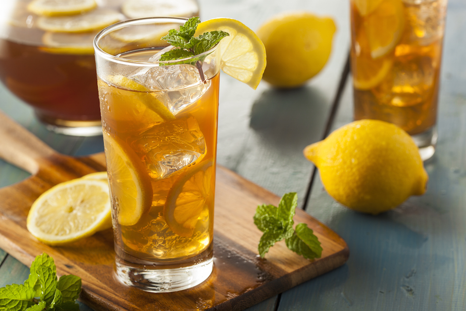 Homemade Iced Tea with Lemons and Mint