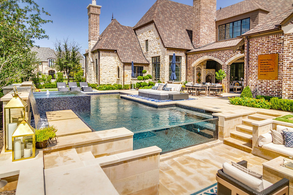 Luxurious sparkling pool at 6808 Mulhouse Court in Plano, Texas.