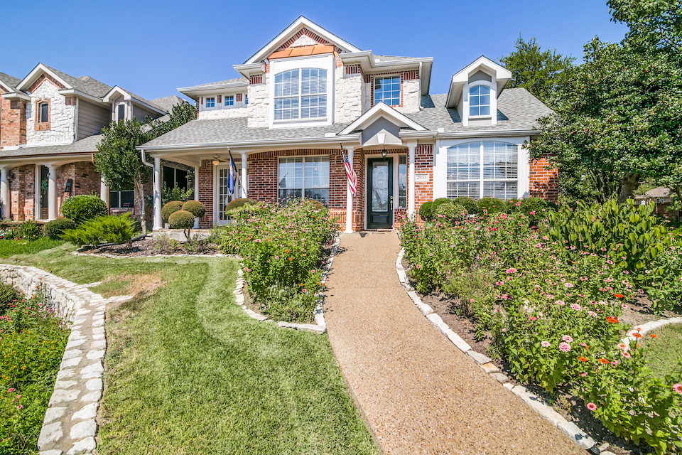 Home at 2953 Newport Drive in Rockwall, Texas