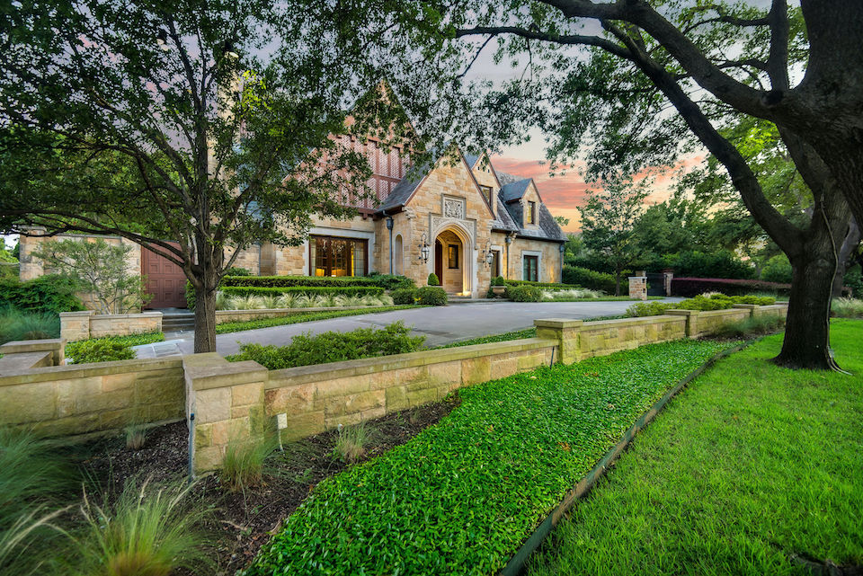 Home at 5638 Stonegate Road in Dallas, Texas
