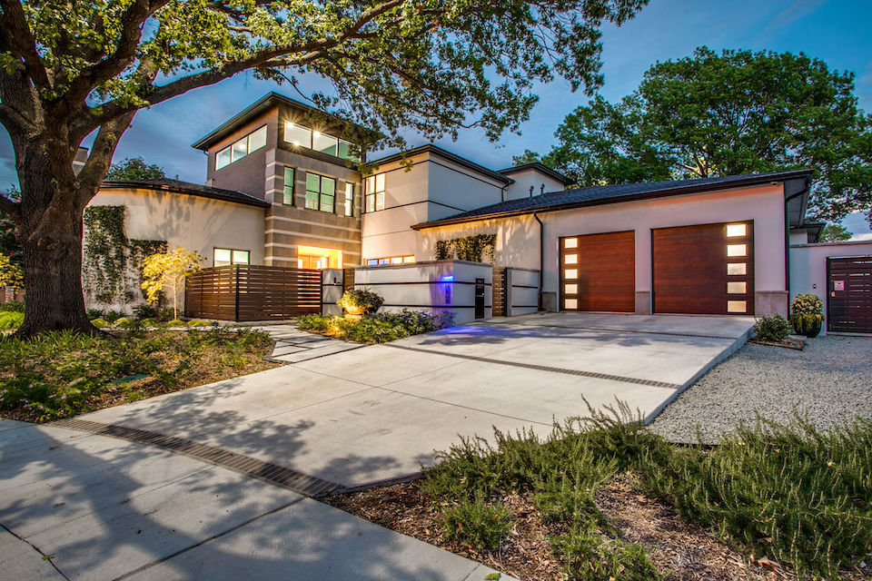 Contemporary home at 14636 Southern Pines Drive in Farmers Branch, TX