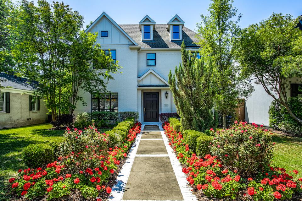 Home at 4724 W. Hanover Avenue in Dallas, Texas
