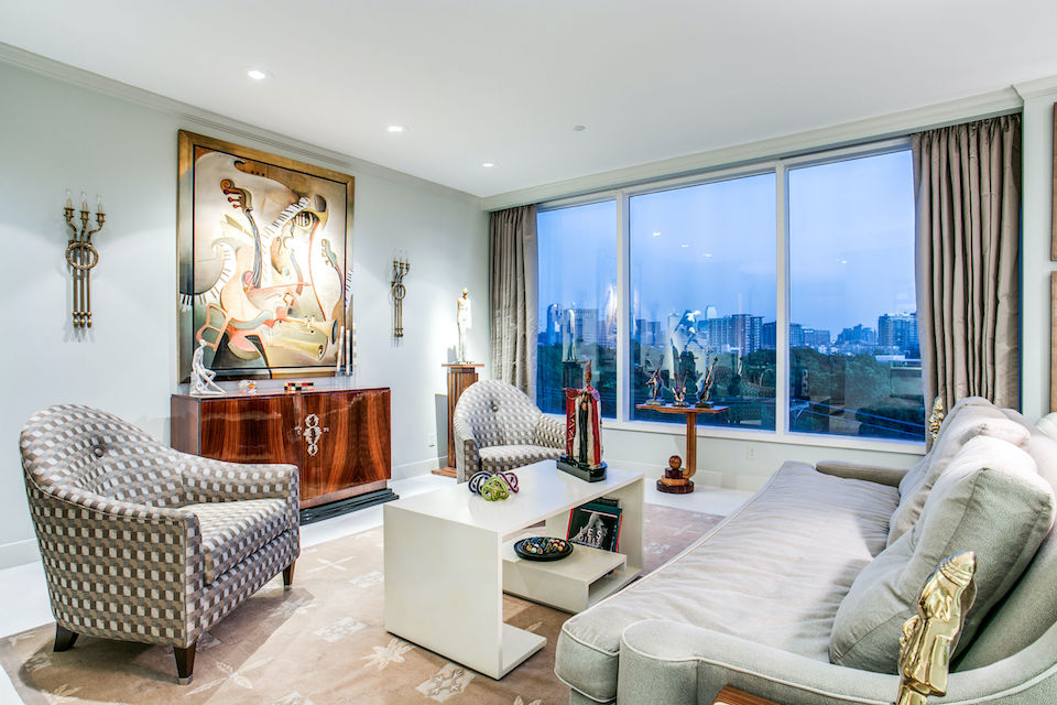 Living room with downtown view at 3510 Turtle Creek Boulevard, 4D in Dallas, TX