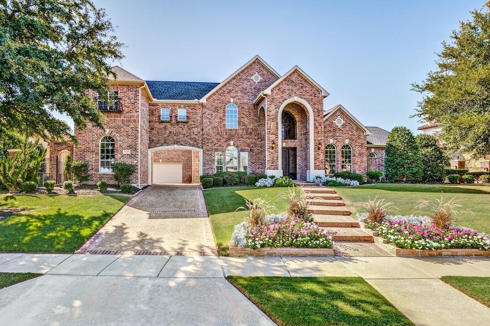 Home at 5207 Buena Vista Drive in Frisco, Texas