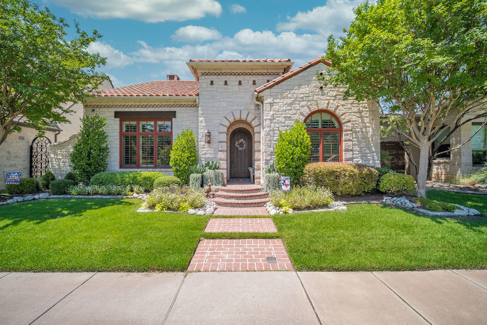Home at 323 Oxford Place in Coppell, Texas