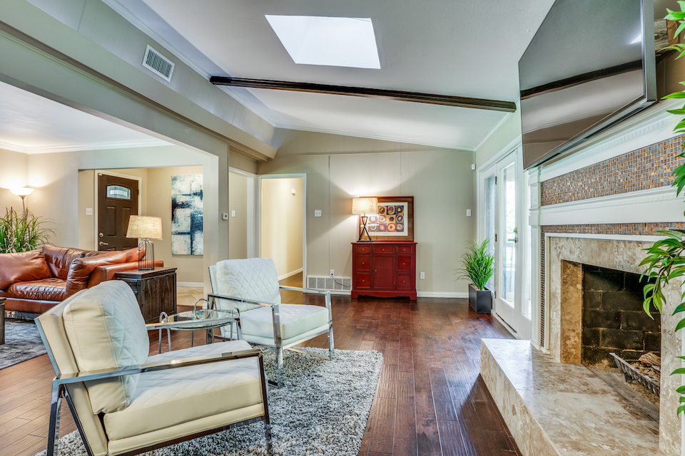Living area at 3304 Townsend Drive in Dallas, Texas