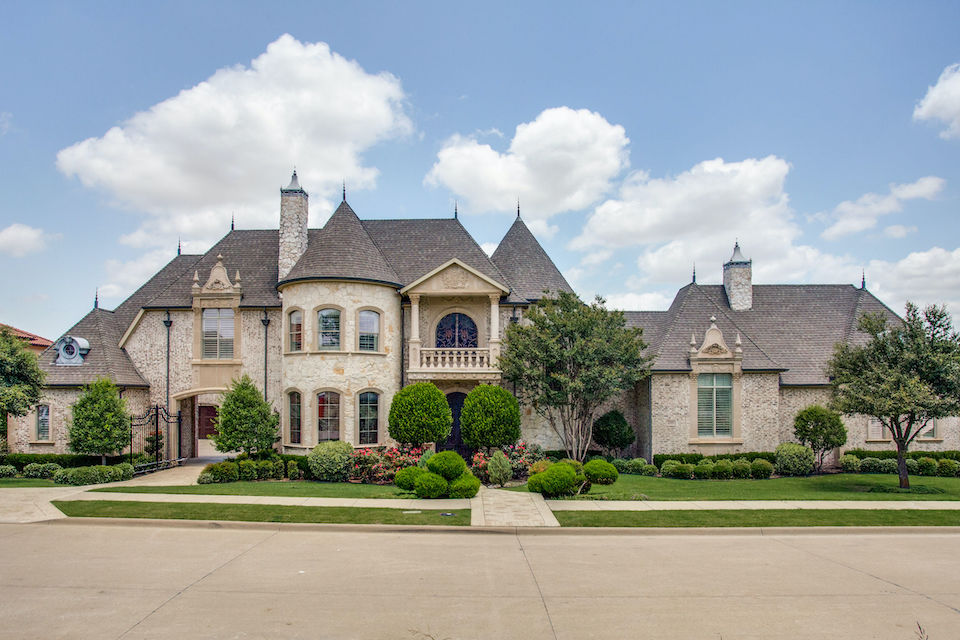 Home at 5502 Monterey Drive in Frisco, Texas